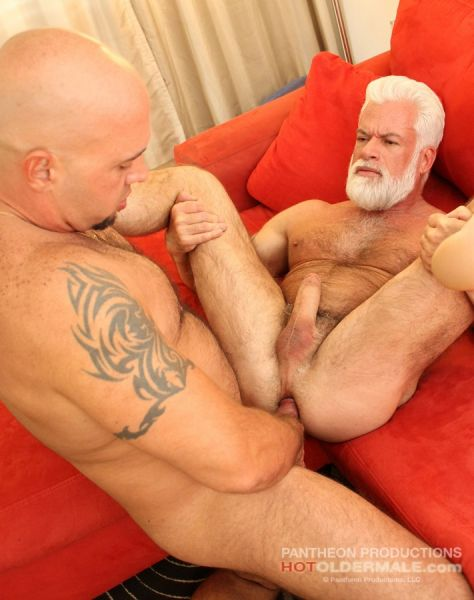 HOM - Sexy Silver Daddy Jake Marshall takes Valentino Fuentes' raw dick