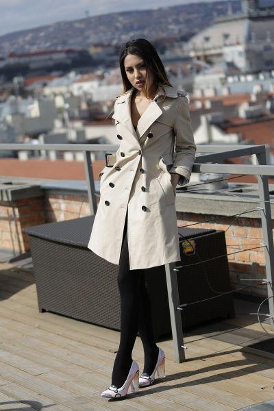 Roxy Lips - Under Her Coat