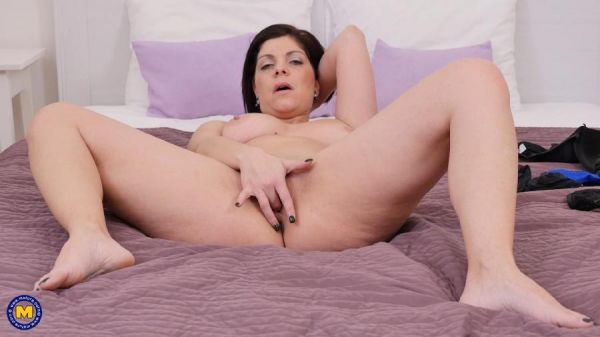 Nicol 31 - Horny housewife Nicol playing with herself