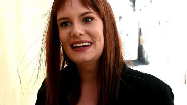 Marie-Kate - Fleuriste a Antibes, Marie-Kate, 25ans, est une sublime coquine (13.05.2019) [FullHD 1080p] (JacquieetMichelTV)