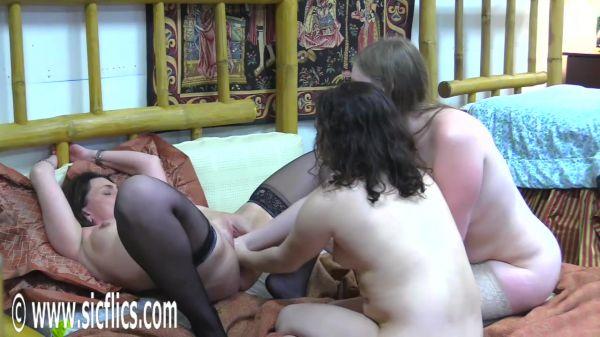 Sicflics - Tabby Tender - Double fisting Tabbys pussy (25.02.2019) [HD 720p]