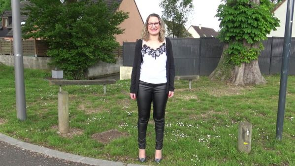 Dominique - A Evreux (27), Dominique, 40ans, attend son pretendant (30.05.2019) [FullHD 1080p] (JacquieetMichelTV)