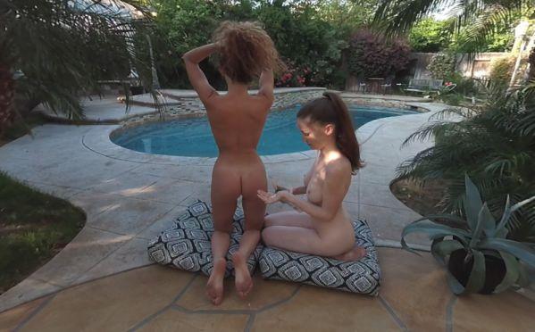 Poolside - Amateur Lesbians Gear Vr