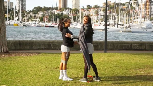 JacquieetMichelTV - Billie, Cassie - Sex-tour en Australie : Billie, bombe anatomique de 29ans (07.06.2019) [FullHD 1080p]