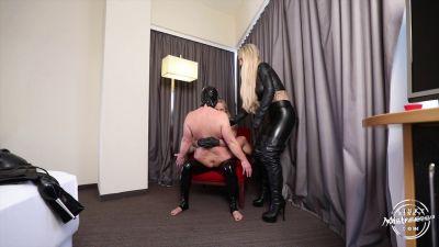 KinkyMistresses – Lift & Carry and Fucked
