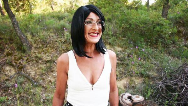 Isabelle - Rien ne fait peur a Isabelle, 48ans, prof d'eco (21.06.2019) [FullHD 1080p] (JacquieetMichelTV)