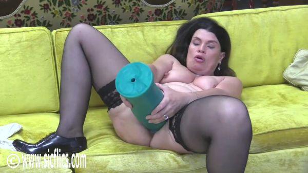 Sicflics: Tabby Tender - Tabby destroys her XXL cunt (01.07.2019) (HD/2019)