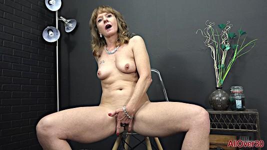 Cyndi Sinclair - Mature Pleasure