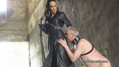 Chateau-Cuir – Outdoor leather Mistress worship