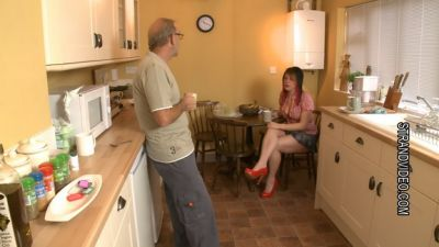 SpankingSarah – When The Cats Away – Sexy Wife Lazy Wife