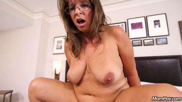 Sexy cougar slut prime for porn