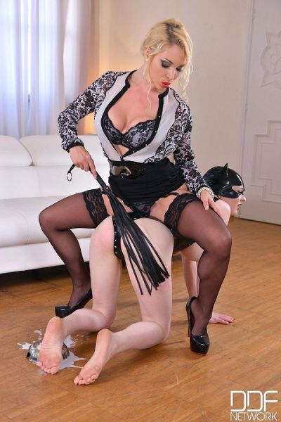 Dominatrix Gives Submissive Lots of Spanking Part 1