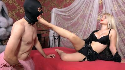 HouseofSinn – Born to worship Her perfect feet
