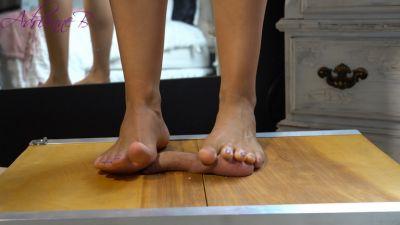 TheMeanDiva – Barefoot Ball Crush