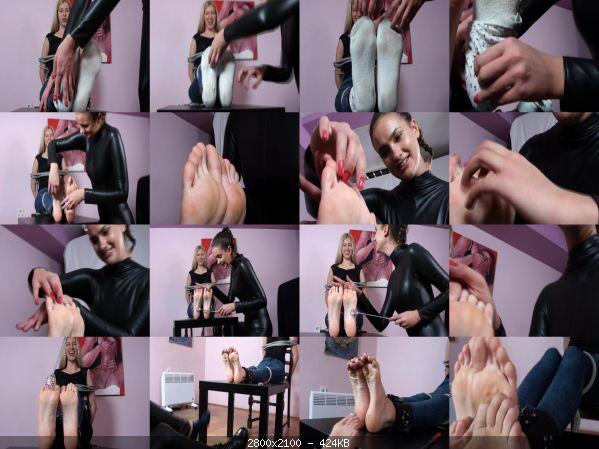 Tickling_34-Barbara_tickles_Dulce.jpg