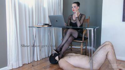 YoungGoddessKim – Shoe slave Gets Fed