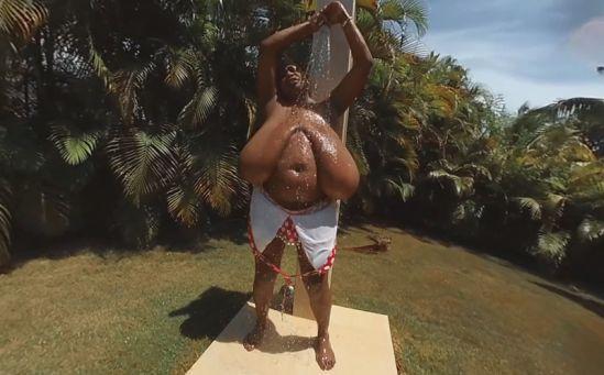 Miosotis Takes a Pool Shower Oculus Rift
