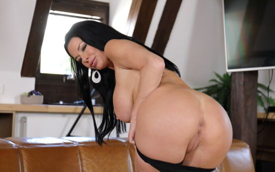 In Love With Veronica Avluv Smartphone