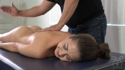 Hot Oil Nude Spanking Massage – Chrissy Marie