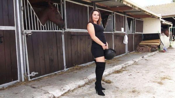 Bruna - Bruna, 22, wants to enrich her experience (17.10.2019) [FullHD 1080p] (JacquieetMichelTV)