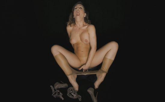 Cherie DeVille - Black Box Oculus Rift