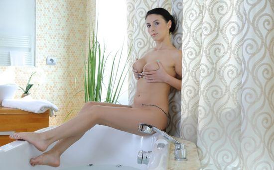 Bath Babe Nelly Oculus Rift