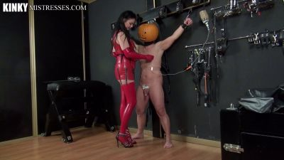 Kinky Mistresses – Halloween With Dominatrix Dinah
