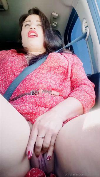 Alisa Lisa (aka Raduga) - Sweet orgasm in the car and let the whole world wait while I masturbate! (FullHD 1080p)