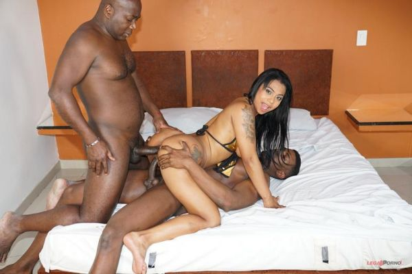 LegalP0rno: Paola Murphy - First time with two black guys for Paola Murphy IV381 (HD/720p)