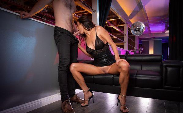 Silvia Saige love Clubbing
