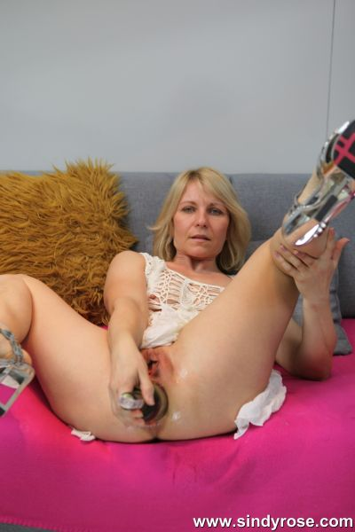 Sindy Rose - Sindyrose fuck her ass with big wine bottle and push it out (26.10.2019) [FullHD 1080p] (SindyRose)