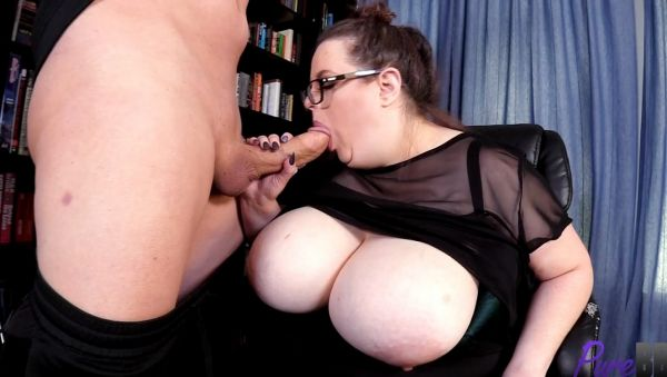 Becca Bunny - Busty boss gets fucked by a lucky job