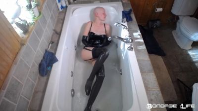 BondageLife – Latex Bath Time